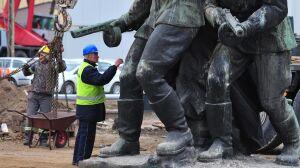 """Pomnik już bez """"walczących"""""""