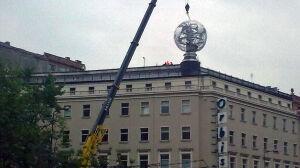 Globus wrócił na swoje miejsce