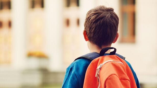 Policja bada sprawę dziecka, które wyszło z placówki Shutterstock