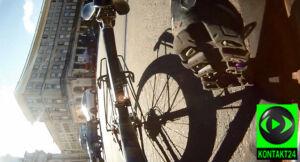 Rowerzysta kontra kierowca. Bójka na pl. Zbawiciela