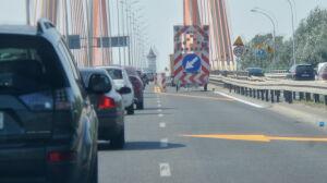 Wymieniają dylatację mostu. Korki na Trasie Siekierkowskiej