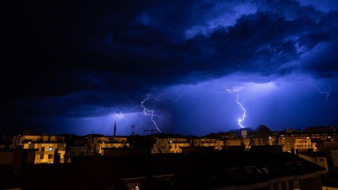 IMGW alarmuje: <br />burze z gradem w pięciu województwach