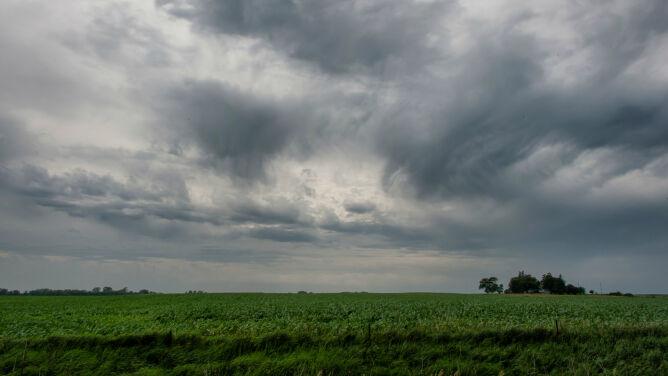 Prognoza pogody na dziś: popada, lokalnie może zagrzmieć