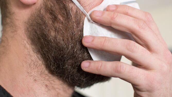 Golić się, czy nie golić? Jak zarost wpływa na skuteczność maseczki