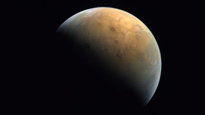 Pierwsze zdjęcie Marsa zrobione przez arabską sondę