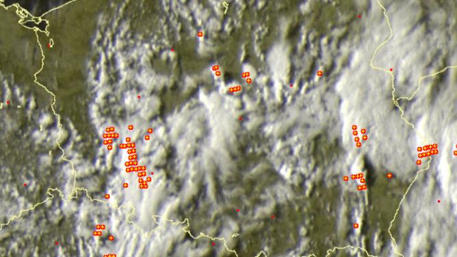 Burze w wielu rejonach Polski. <br />Wiatr do 80 kilometrów na godzinę
