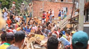 Tragiczne skutki lawiny ziemnej w Brazylii (PAP/EPA/Jose Lucena)