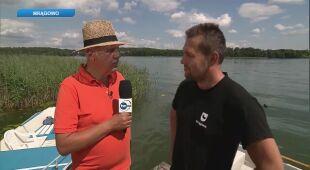 Tomasz Zubilewicz rozmawia z Robertem Wróblem, kierownikiem centrum informacji